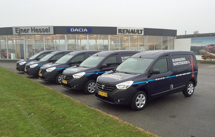 Hjørring Rørteknik har lige købt en hel flåde af nye servicebiler i form af Dacia Dokker van