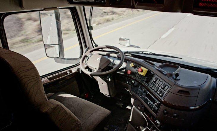 Look Ma - no hands. Takket være Ottos teknologi kan lastbilen selv køre.